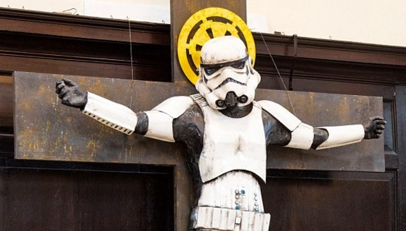 star wars stormtrooper crocifisso chiesa londra