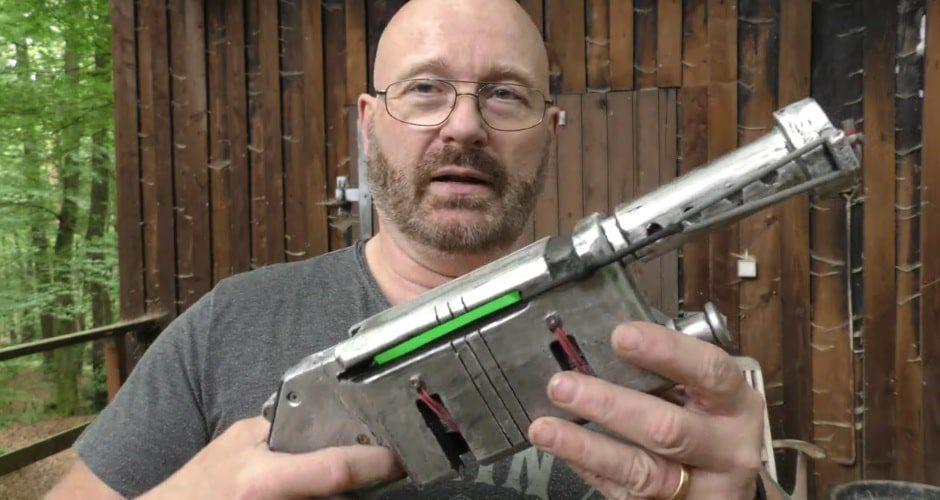 Star Wars: Joerg Sprave ha ricreato il blaster di Rey che spara veramente (video)