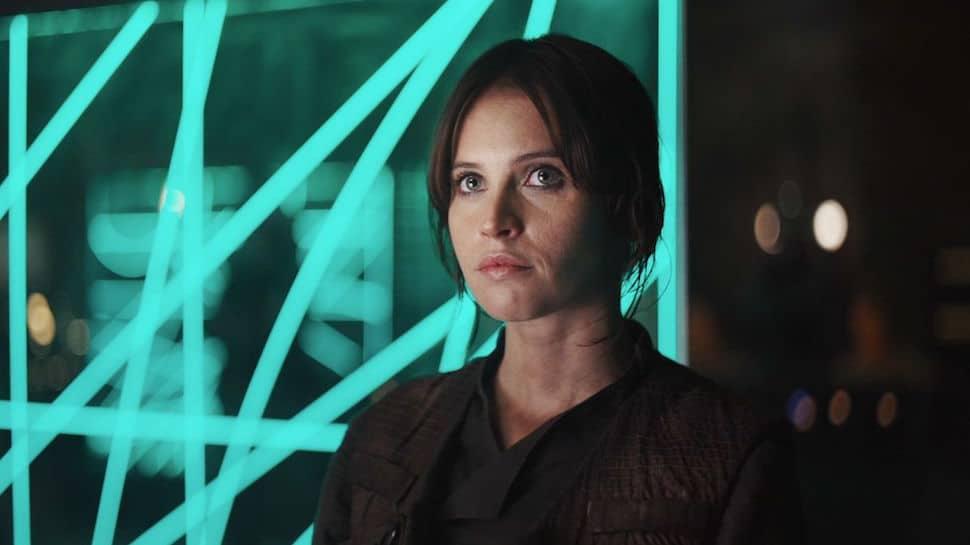 """Star Wars: Felicy Jones svela la """"dura"""" richiesta del regista di Rogue One"""