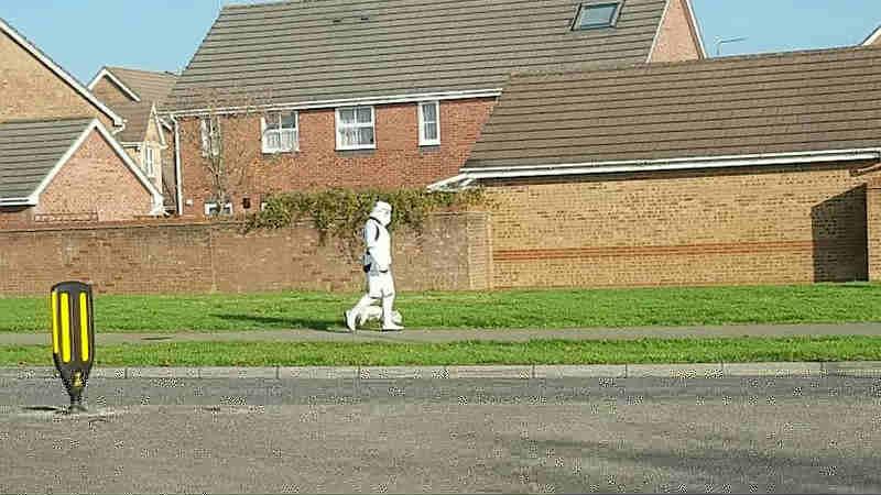 Star Wars: lo Stormtrooper a spasso col cane diventa virale
